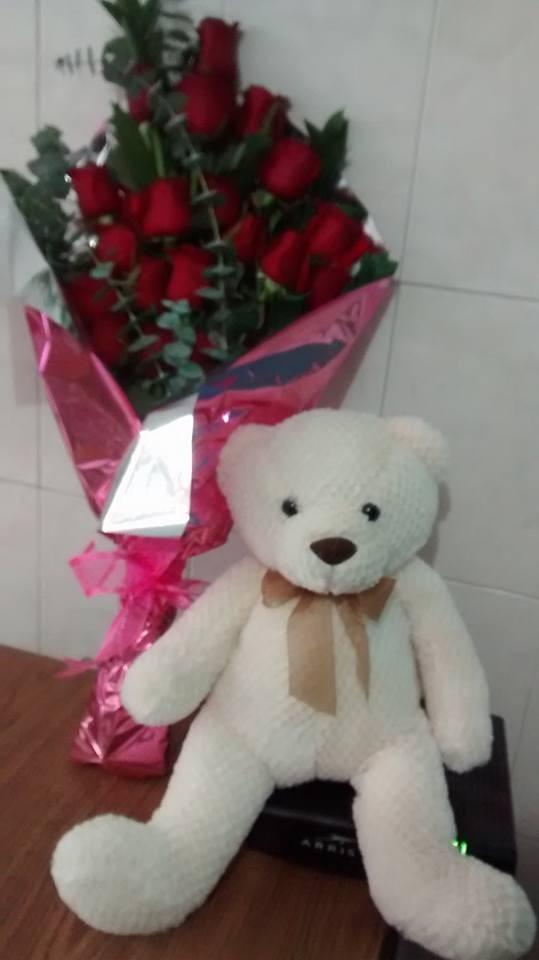 Bouquet de  24  Rosas Rojas y  oso  de peluche
