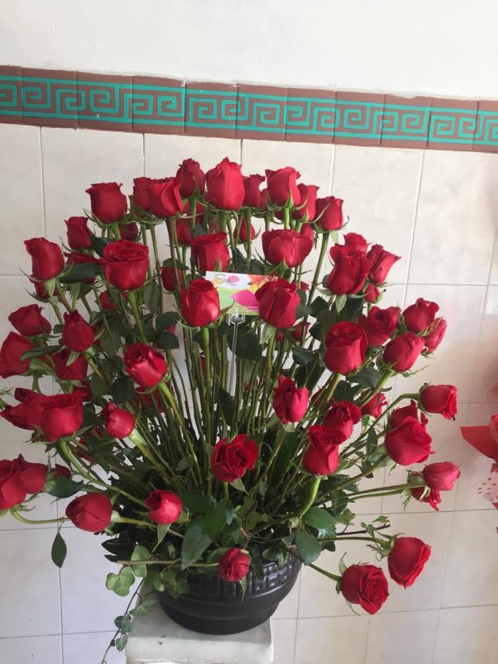 100 Rosas Rojas En Hermoso Arreglo Floral Amor
