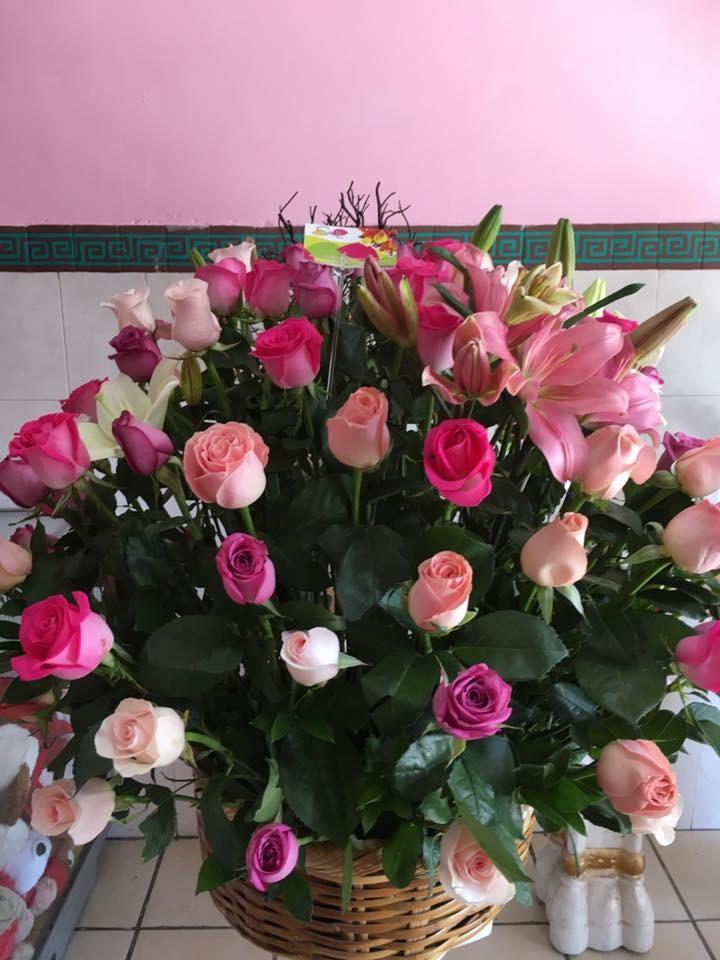 100 rosas en  canasto  en  rosa