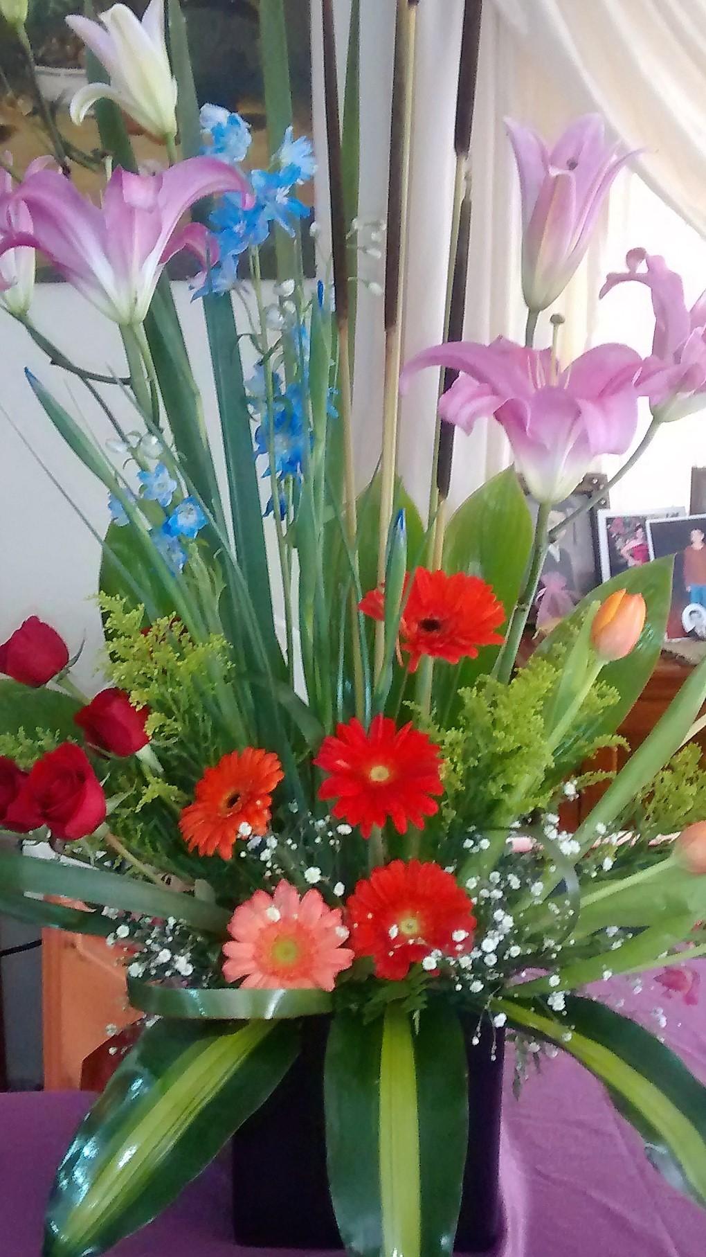 Rosas tulipanes y gerberas