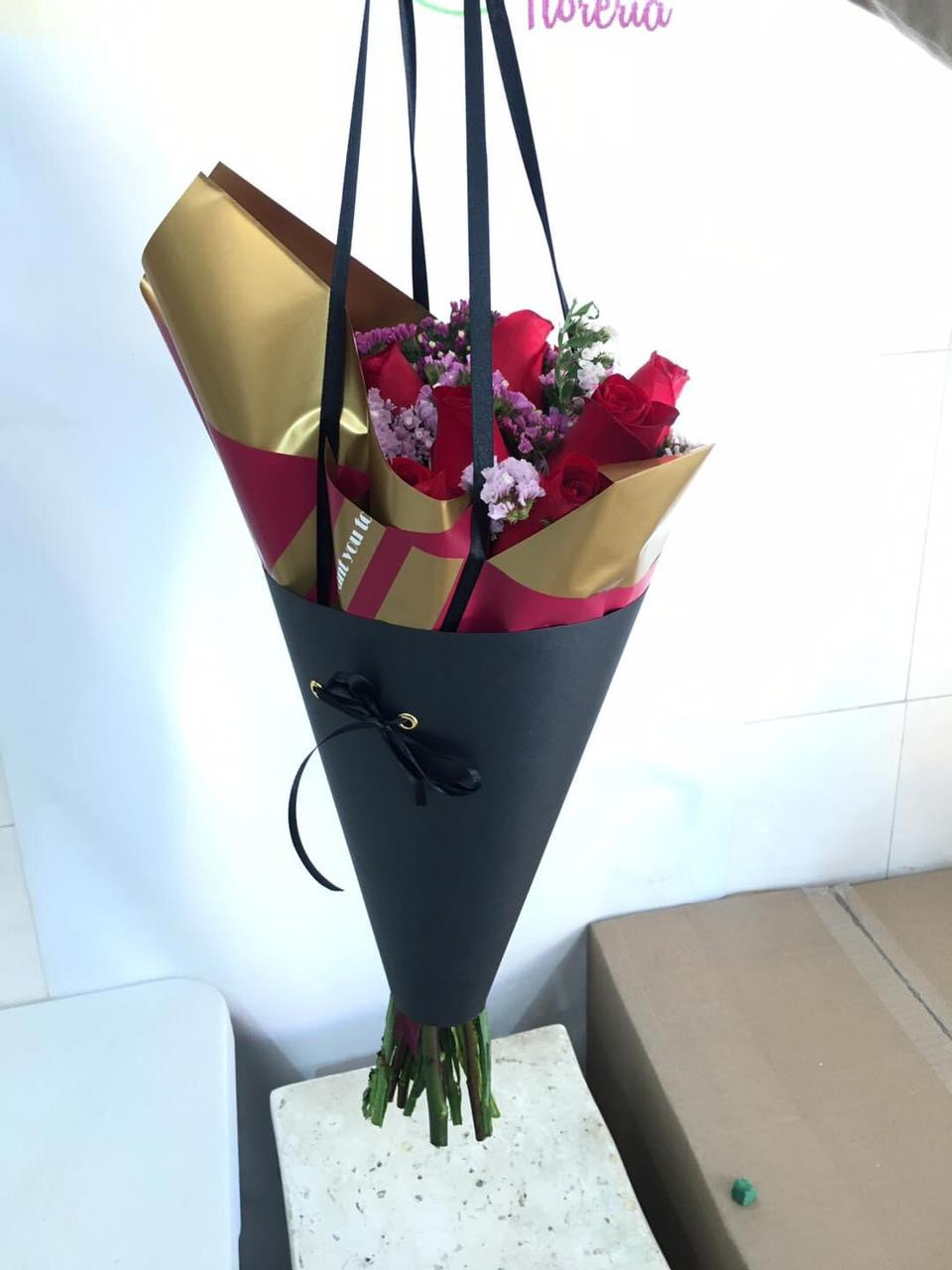 bouquet  en cono  con agarradera