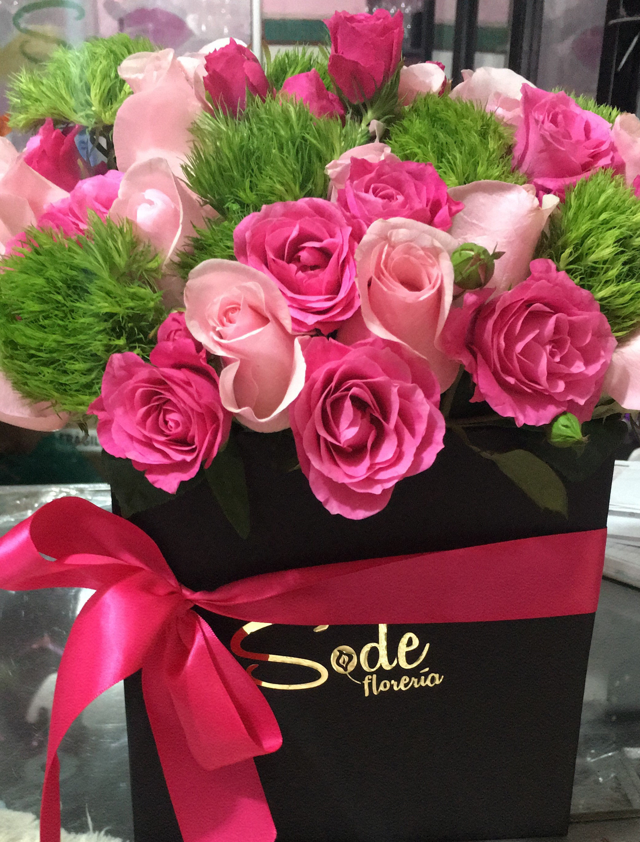 caja  cuadrada grande en  rosa