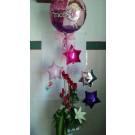 Arreglo  alto  de globos y  12  rosas  rojas