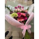 Bouquet con gerberas, rosas y tulipanes