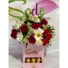 Caja con chocolates, rosas, margaritas y gerberas