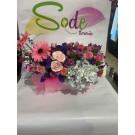 Caja con gerberas, rosas, alstroemerias, estatice y hortencia