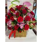 Caja con 50 rosas rojas y alstroemeria