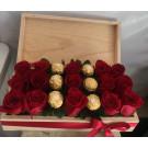 caja de madera rosas y  chocolates