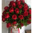 caja con 50  rosas